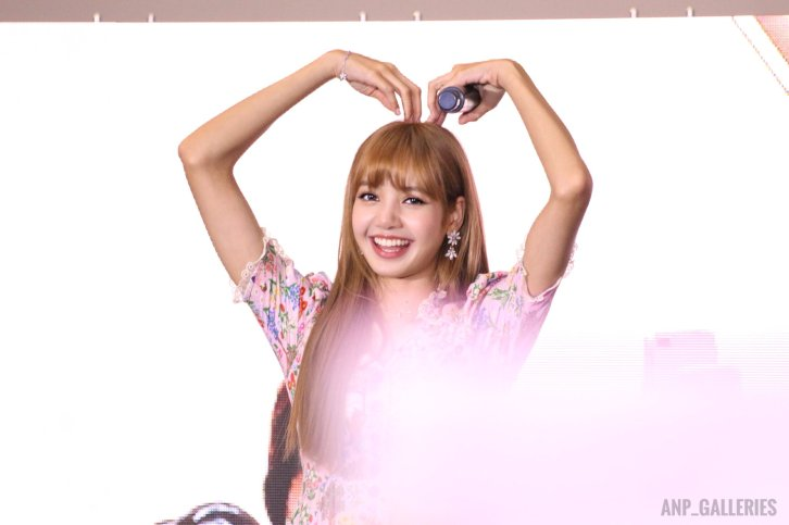 BLACKPINK LISA moonshot central world fansign event bangkok thailand 1