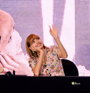 BLACKPINK LISA moonshot central world fansign event bangkok thailand 100