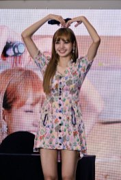 BLACKPINK LISA moonshot central world fansign event bangkok thailand 103