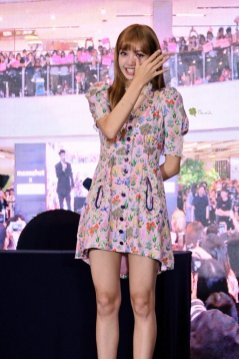 BLACKPINK LISA moonshot central world fansign event bangkok thailand 108