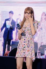 BLACKPINK LISA moonshot central world fansign event bangkok thailand 110