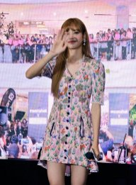 BLACKPINK LISA moonshot central world fansign event bangkok thailand 114