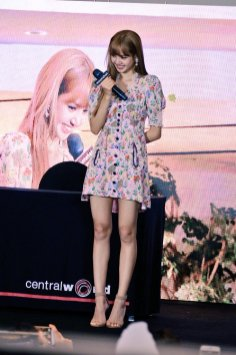 BLACKPINK LISA moonshot central world fansign event bangkok thailand 118