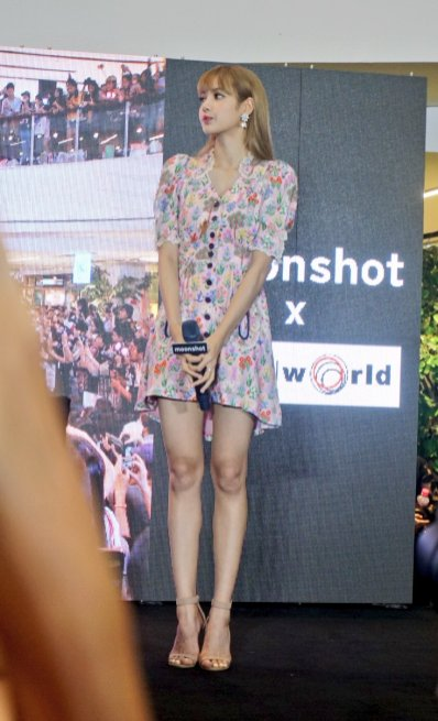 BLACKPINK LISA moonshot central world fansign event bangkok thailand 127