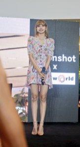 BLACKPINK LISA moonshot central world fansign event bangkok thailand 128
