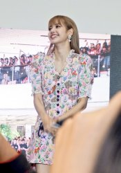BLACKPINK LISA moonshot central world fansign event bangkok thailand 136
