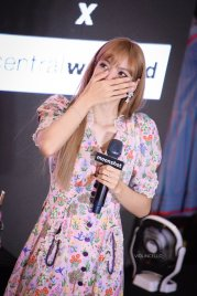 BLACKPINK LISA moonshot central world fansign event bangkok thailand 142