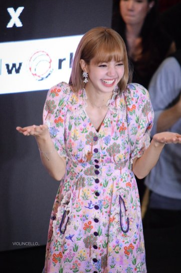 BLACKPINK LISA moonshot central world fansign event bangkok thailand 146