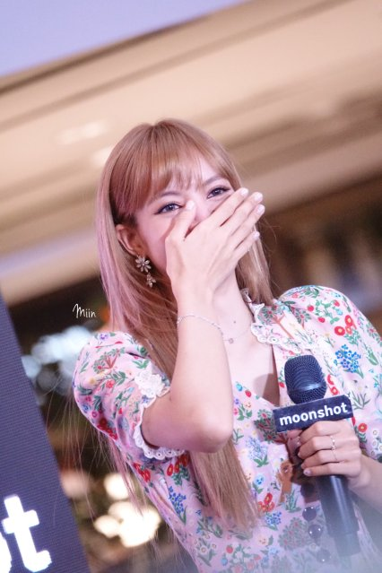 BLACKPINK LISA moonshot central world fansign event bangkok thailand 151