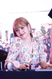 BLACKPINK LISA moonshot central world fansign event bangkok thailand 155