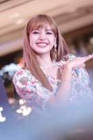 BLACKPINK LISA moonshot central world fansign event bangkok thailand 160