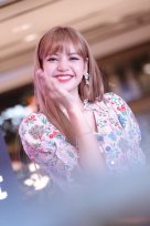 BLACKPINK LISA moonshot central world fansign event bangkok thailand 161