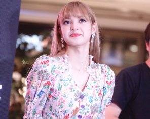 BLACKPINK LISA moonshot central world fansign event bangkok thailand 162