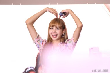 BLACKPINK LISA moonshot central world fansign event bangkok thailand 166