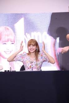 BLACKPINK LISA moonshot central world fansign event bangkok thailand 173