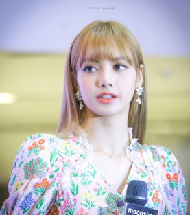 BLACKPINK LISA moonshot central world fansign event bangkok thailand 174