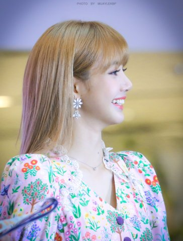 BLACKPINK LISA moonshot central world fansign event bangkok thailand 178