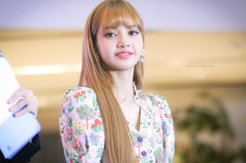 BLACKPINK LISA moonshot central world fansign event bangkok thailand 180