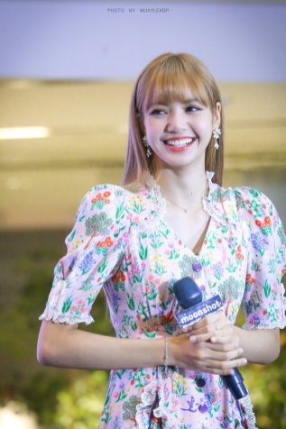 BLACKPINK LISA moonshot central world fansign event bangkok thailand 183