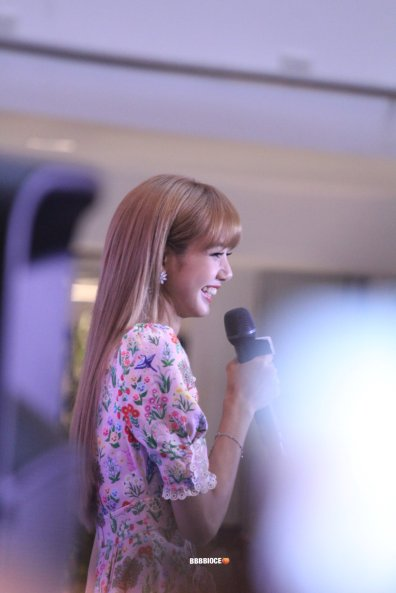 BLACKPINK LISA moonshot central world fansign event bangkok thailand 19
