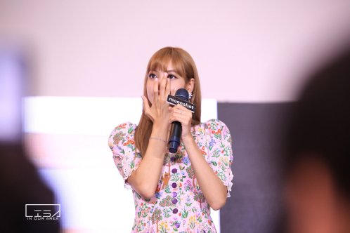 BLACKPINK LISA moonshot central world fansign event bangkok thailand 23