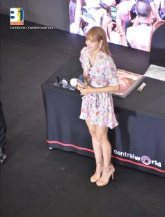 BLACKPINK LISA moonshot central world fansign event bangkok thailand 25