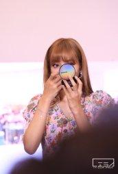 BLACKPINK LISA moonshot central world fansign event bangkok thailand 33