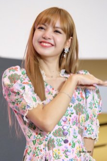 BLACKPINK LISA moonshot central world fansign event bangkok thailand 34