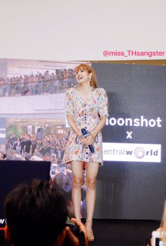 BLACKPINK LISA moonshot central world fansign event bangkok thailand 37