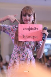 BLACKPINK LISA moonshot central world fansign event bangkok thailand 4
