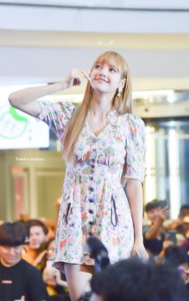 BLACKPINK LISA moonshot central world fansign event bangkok thailand 44