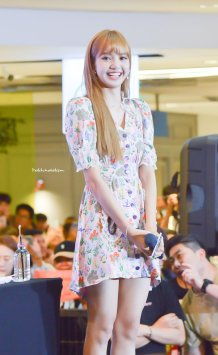 BLACKPINK LISA moonshot central world fansign event bangkok thailand 48