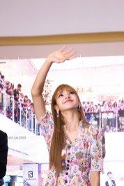 BLACKPINK LISA moonshot central world fansign event bangkok thailand 52
