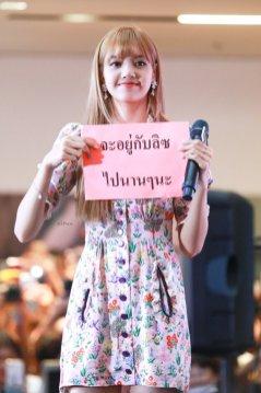 BLACKPINK LISA moonshot central world fansign event bangkok thailand 6