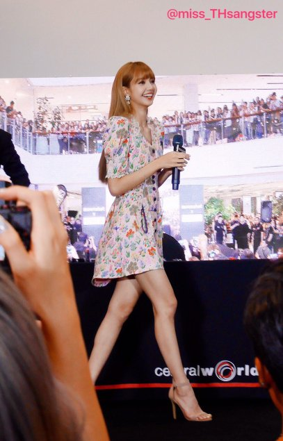BLACKPINK LISA moonshot central world fansign event bangkok thailand 69