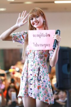 BLACKPINK LISA moonshot central world fansign event bangkok thailand 7