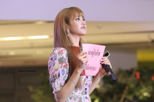 BLACKPINK LISA moonshot central world fansign event bangkok thailand 75