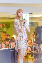 BLACKPINK LISA moonshot central world fansign event bangkok thailand 83