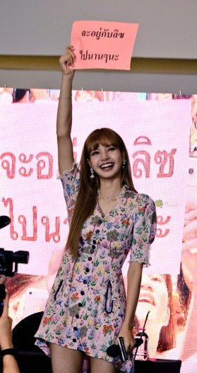 BLACKPINK LISA moonshot central world fansign event bangkok thailand 85