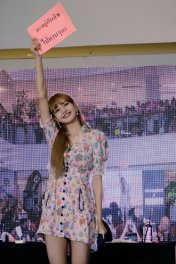 BLACKPINK LISA moonshot central world fansign event bangkok thailand 88