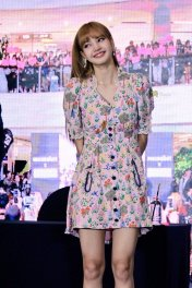BLACKPINK LISA moonshot central world fansign event bangkok thailand 89