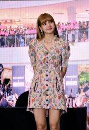 BLACKPINK LISA moonshot central world fansign event bangkok thailand 90