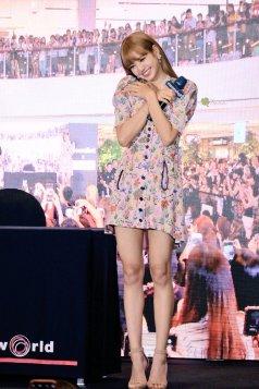 BLACKPINK LISA moonshot central world fansign event bangkok thailand 93
