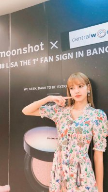 BLACKPINK LISA moonshot central world fansign event bangkok thailand Instagram 6