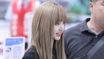 BLACKPINK Lisa Airport Photo 23 August 2018 Gimpo 5