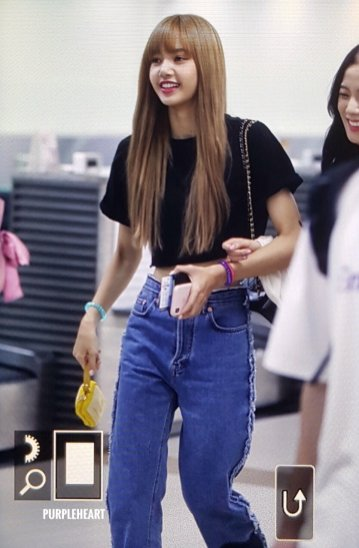 BLACKPINK Lisa Airport Photo 23 August 2018 Gimpo 8
