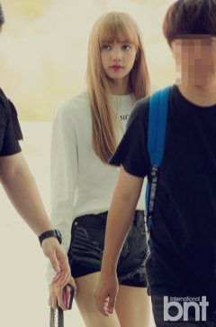 BLACKPINK Lisa Airport Photo 8 August 2018 Incheon to Jakarta Indonesia 30