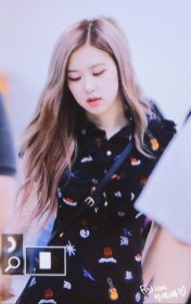 BLACKPINK-Rose-Airport-Photo-23-August-2018-Gimpo-12