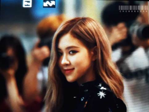 BLACKPINK-Rose-Airport-Photo-23-August-2018-Gimpo-6