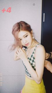 BLACKPINK Rose unreleased photos lost Jenga game additional pic 4